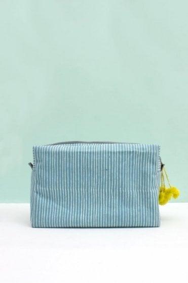 Stripe Wash bag in Blue