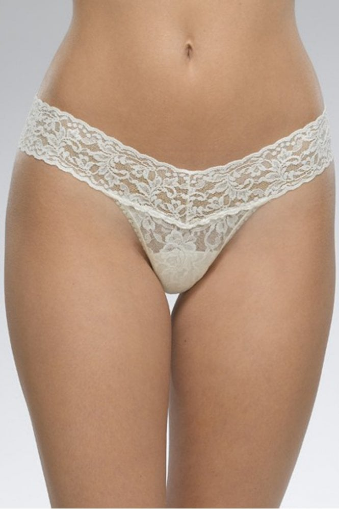 Hanky Panky Signature Lace Low Rise Thong in Ivory
