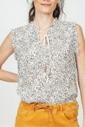 Indi and Cold Prairie Printed Top in Marfil