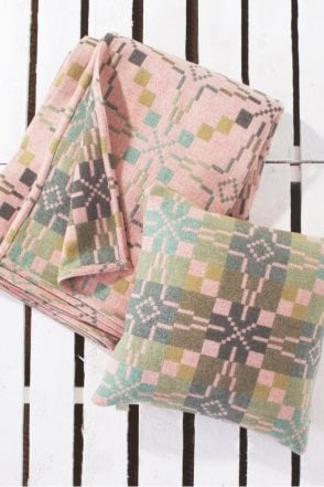 Vintage Star Throw in Blossom