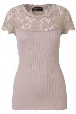 T-Shirt with Lace in Vintage Powder