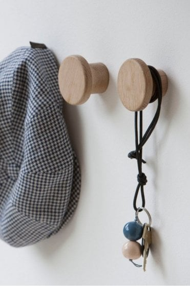 Knap Magnetic Hook in Oak