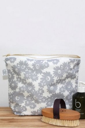Slate Daisy Design Wash Bag
